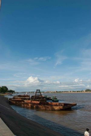 Sisowath Quay: Sisowath scene