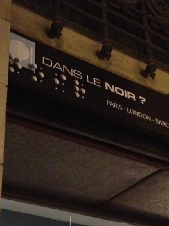 Dans Le Noir : sign from street