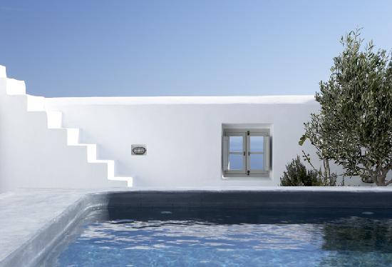 Villa Fabrica Santorini: Leisure pool and outdoor window