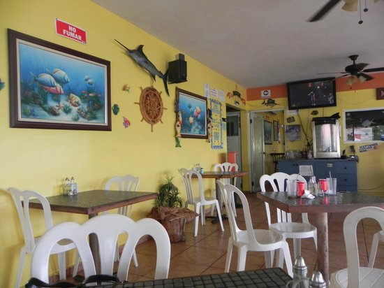 Rincon Tropical Restaurant: View of the dining room