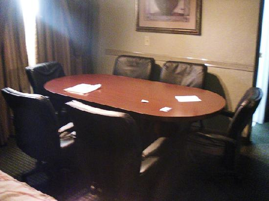 BEST WESTERN Plus Mark Motor Hotel : conference table