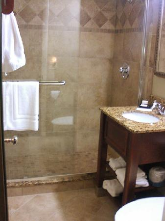 Best Western Plus Weatherford: Bathroom With Step In Shower
