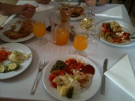 Dynastic Hotel: Dinner