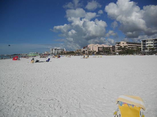 Calini Beach Club: The beach