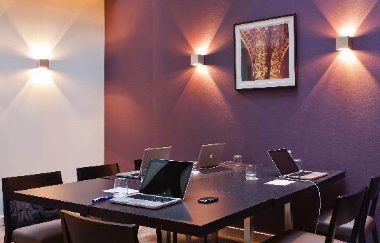 Holiday Inn Paris Elysees: Daylighted Business Room