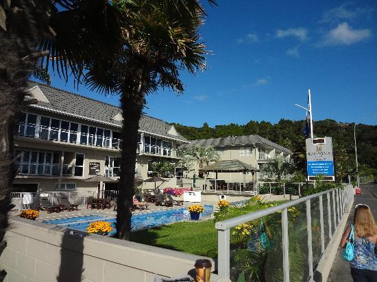 Kingsgate Hotel Autolodge Paihia: hotel front faces the ocean