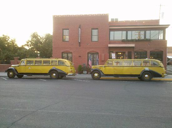 Chamberlin Inn: Yellowstone Buses