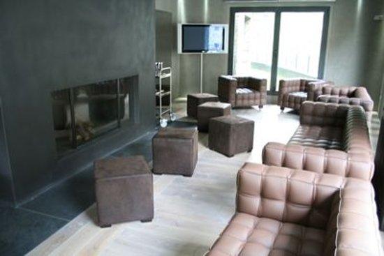 Hotel Palome: Chimenea Lounge