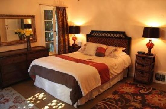 Cinema Suites Bed & Breakfast: #1 The Casablanca Room