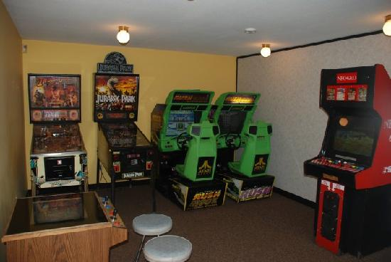 Burnaby Cariboo RV Park: Great selection of games