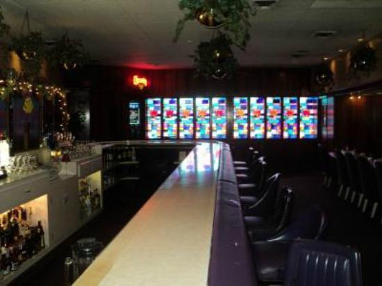 Woody's Steakhouse: BAR- LOUNGE