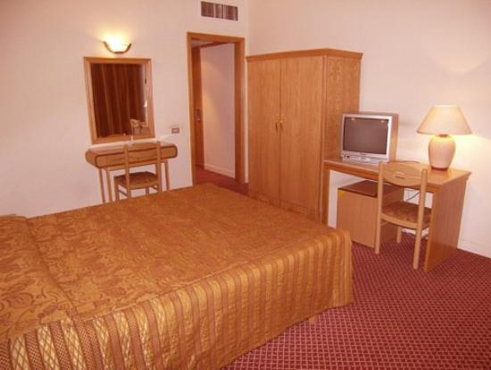 Caesar's Palace Hotel: Guest Room