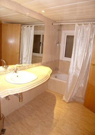 Caesar's Palace Hotel: Guest Room / Bathroom