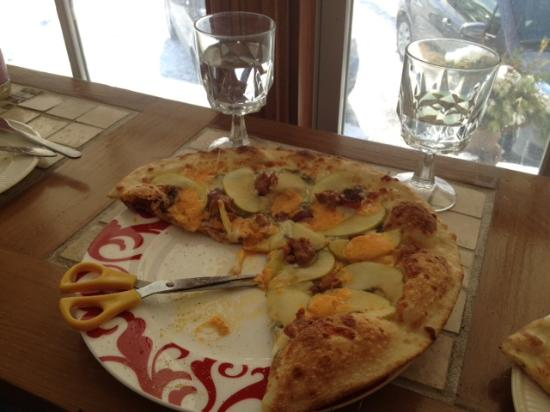 The Pie Plate: Canadian Pizza with Maple Syrup! Yum!
