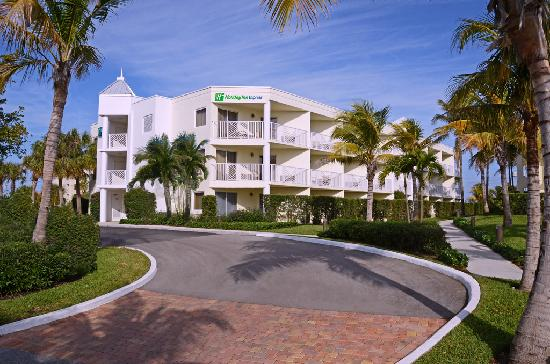Holiday Inn Express North Palm Beach - Oceanview: 3 Story Tower