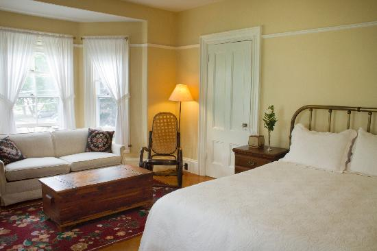 Bayside Inn Bed and Breakfast: Hockomock Bay