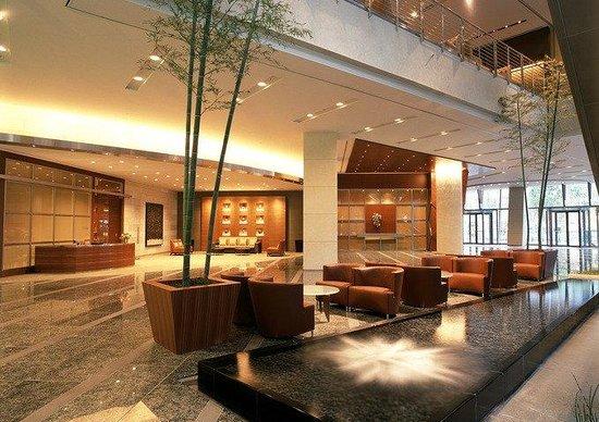Grand Hyatt Tokyo : 流れる水の音に癒される、宴会ロビーエリア
