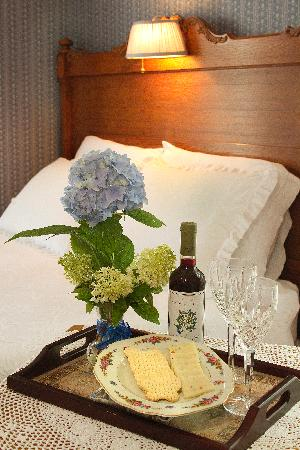 Bayside Inn Bed and Breakfast: Wine and Cheese