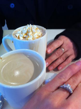 Ghirardelli Ice Cream & Chocolate Shop: Yay!! Coffee Time!! Oh yeah...the Romance