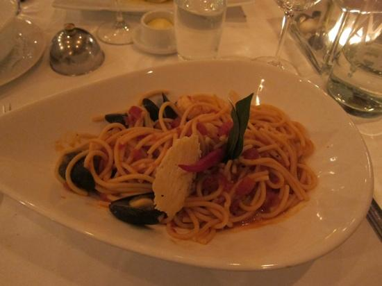 Restaurant Strauss: Pasta in tomato sauce with mussells and lobster