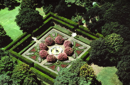 Aerial View of the Sunken Garden - Picture of Elizabethan Gardens ...