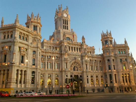 CentroCentro Cibeles: atardecer en madrid