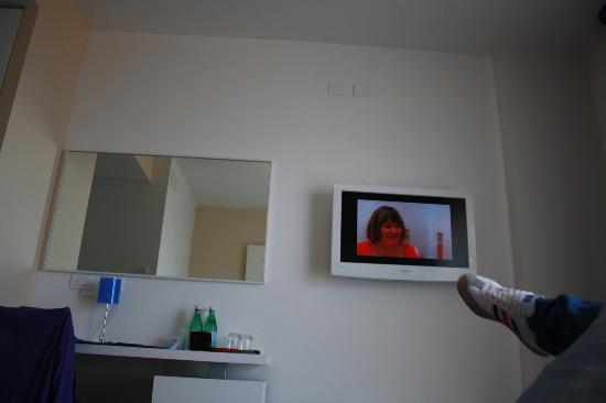 Adriatic Palace Hotel: stanza con la tv a plasma