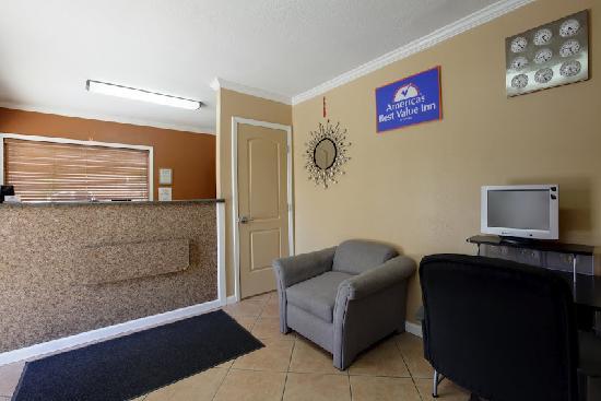Americas Best Value Inn Hotel Visalia: Lobby Inside