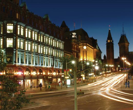Ottawa, Canada: Elgin Street at Night