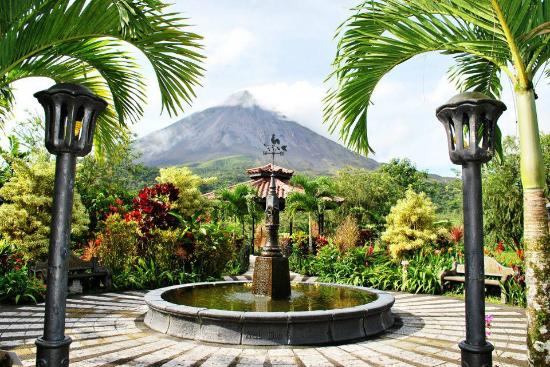 Arenal Kioro: View from the fountain