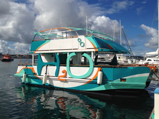 St Martin / St Maarten: H2O Boat