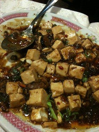 La Paz: 麻婆豆腐も辛過ぎず美味しい。