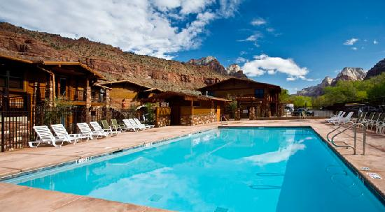 Cable Mountain Lodge : Heated Pool and Spa
