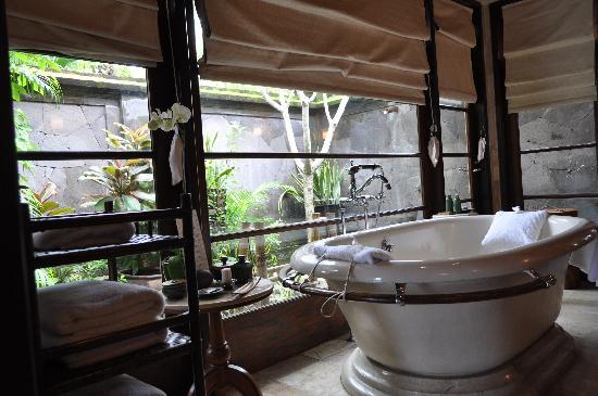 Four Seasons Resort Bali At Jimbaran Bay: Bathtub With A Garden View