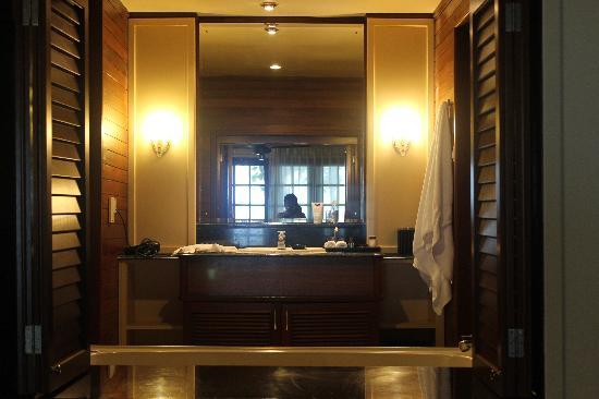 Century Langkawi Beach Resort: Bathroom Window