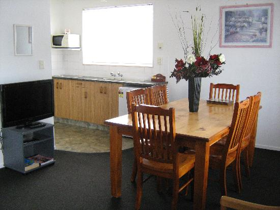 Rose Court Motel: Open Plan Kitchen Dining
