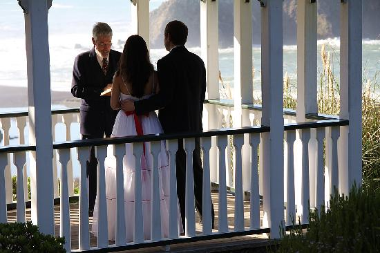 The Elk Cove Inn & Spa: Weddings and Elopements