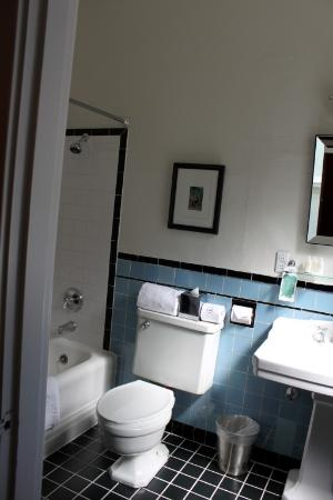 Mount View Hotel & Spa: Bathroom