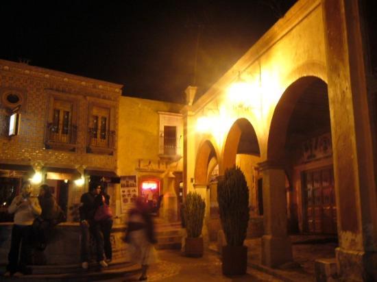 The Peña of Bernal: Plaza de noche