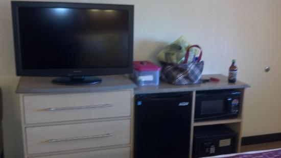 Red Roof Inn Johnson City: The t.v. stand with mini fridge, microwave, and safe