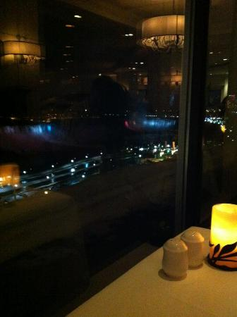 Crowne Plaza Niagara Falls - Fallsview: Our view from the Rainbow Room!