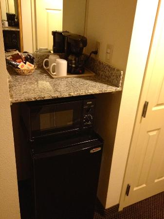 Best Western Coyote Point Inn: Microwave and fridge included