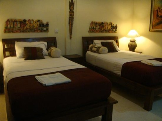 Warji House 1: two single beds