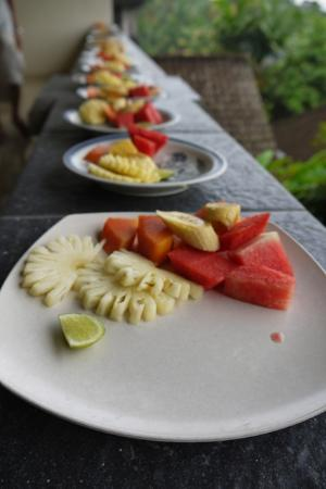 Warji House 1 Bungalows: Nicely cut fruits!