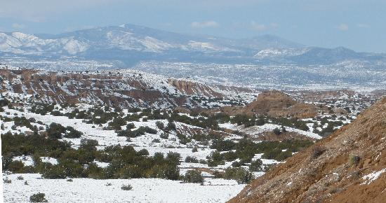 Casa Escondida Bed & Breakfast: Sunny days and fresh snow make for beautiful landscapes.