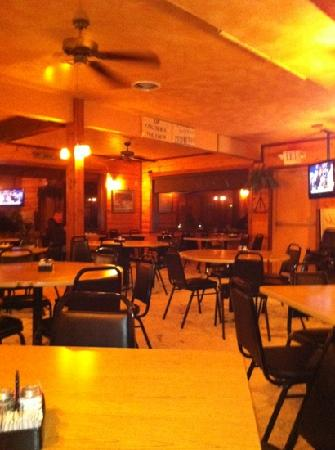 Cattleman's Club Steakhouse: View across larger section of Resturant