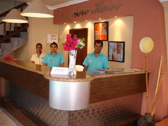 Pereybere Hotel & Spa : Dedicated staff for at the reception welcoming you