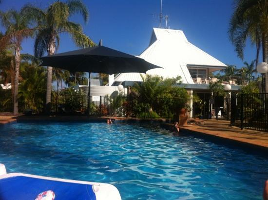 Kellys Beach Resort: poolside