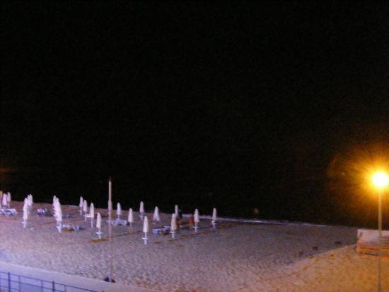 Helios Beach: beach at night