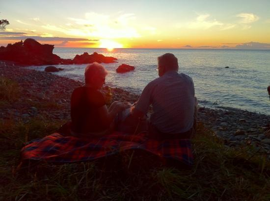 Coromandel Adventures - Day Tours : Picnic by sunset on the Northern Escape